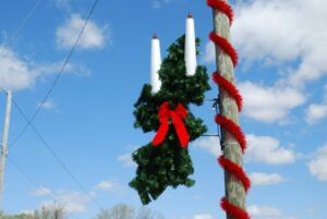 Pole Mount Holiday Displays